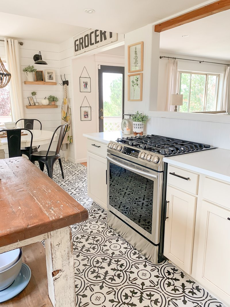 Cozy cottage kitchen. A simple white kitchen with cottage vibes.