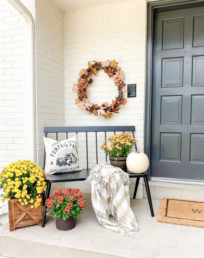 Simple Fall Porch Decor + Fall Guidebook with easy fall decor ideas and a recipe for Warm Caramel Crumble!