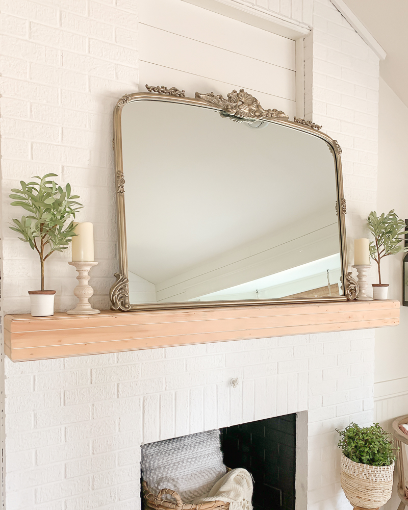 Simple and Rustic Mantel Makeover. Farmhouse style fireplace.