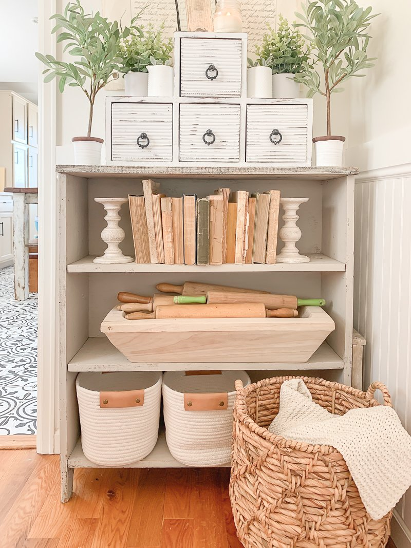 Farmhouse style decor idea. Easy chalk painted wooden cubby.