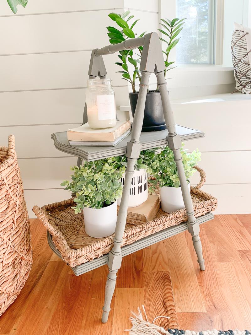 Table Makeover with Chalk Paint. Easy farmhouse style decor ideas.